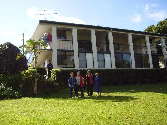 Mapleton Falls Accommodation : Looking back at the accommodation