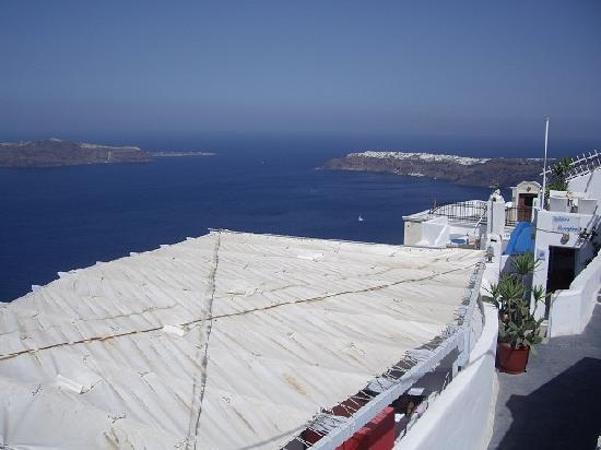 Whitedeck Hotel: View to Oia