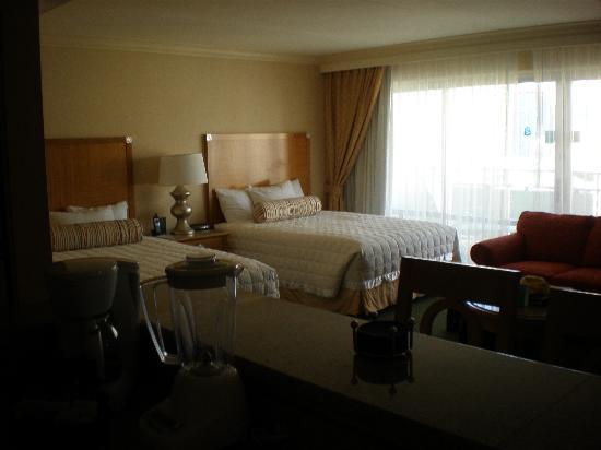 Ilikai Hotel & Luxury Suites: ベッドはゆったりサイズ!!