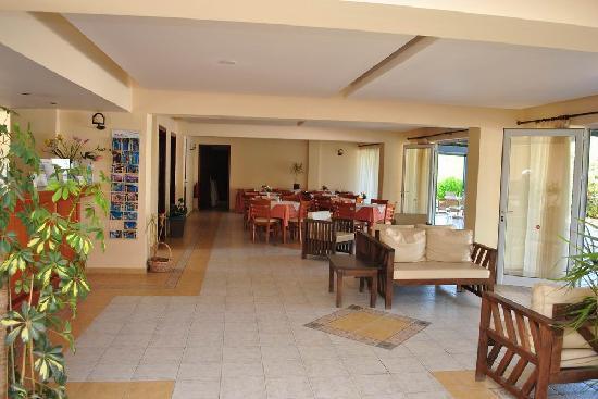 Pelouzo Hotel: Hotel lobby