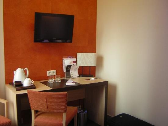 Chambre 308 : le bureau picture of mercure lyon centre brotteaux