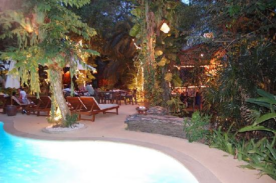 Aonang Tropical Resort: Poolarea