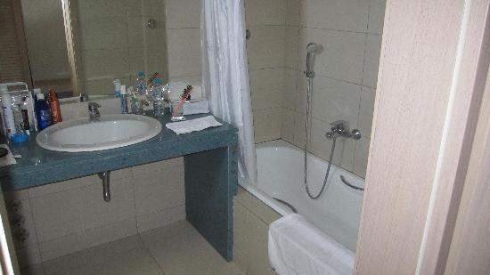 Astir Odysseus Resort & Spa: Salle de bain