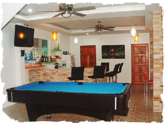 Nc-Residence-Hotel : bar avec billard