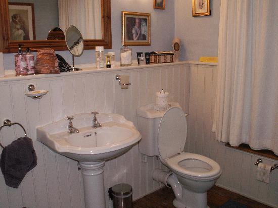 Tubbs Mill House: lovely bathroom