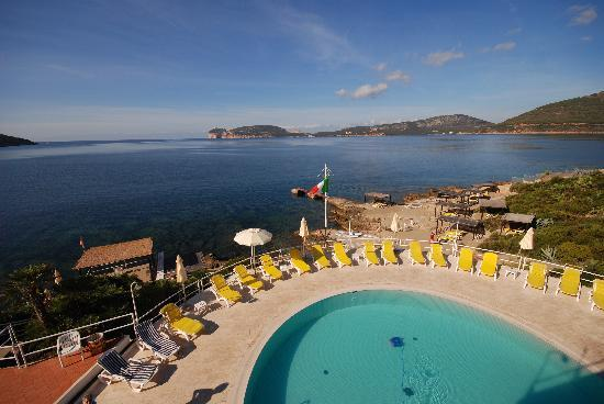 El Faro Hotel: sea water pools