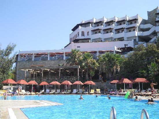 H tel vu de la piscine picture of green beach resort for La piscine review