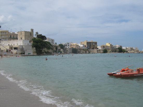 Hotel Villa Rosa Antico: het 1e strand is meteen midden in de stad, 15 minuten lopen vanaf het hotel
