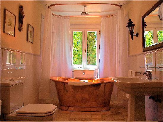 Hotel La Fuente De La Higuera: Suite de Luxe bathroom