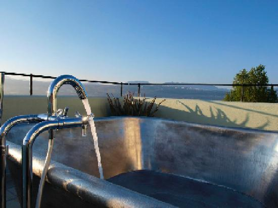 Hotel La Fuente De La Higuera: roof top hot tub