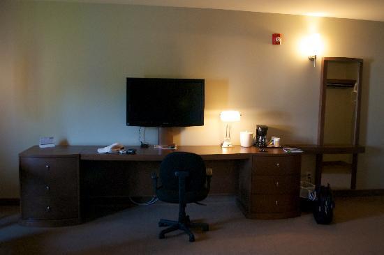 Motel Chandler : Desk and HDTV