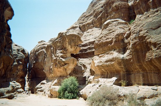 Beidha : Steps to the right and at the end of canyon--see person to judge size