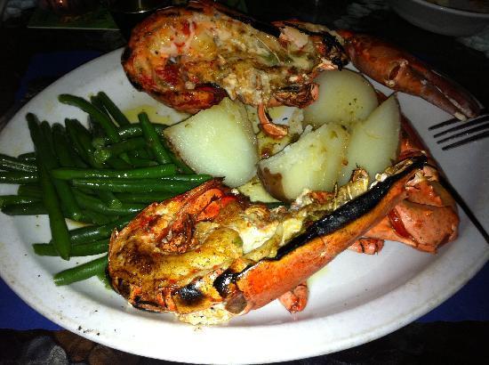 Crab Cakes Restaurant: homard entier grillé