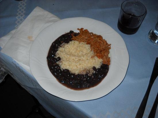 Sabor Tropical: carne mechada con riso e caraotas negras