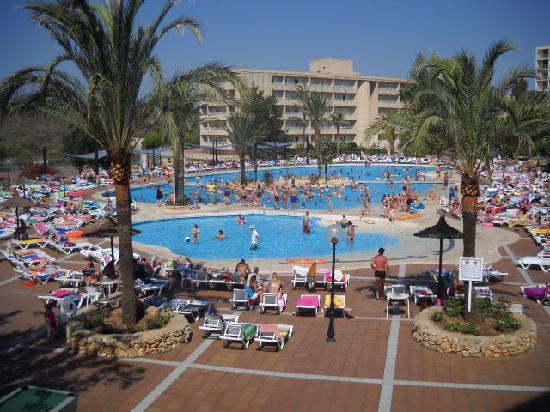 La piscine picture of club cala romani calas de majorca for Club de piscine