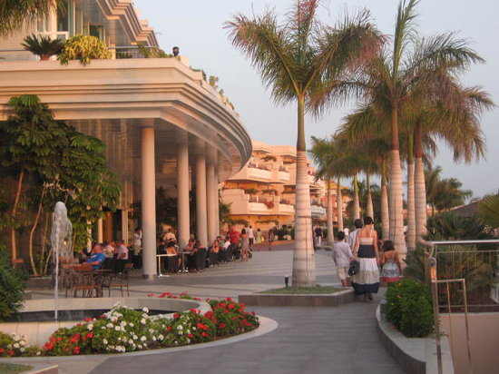 Holiday Village Tenerife: The main street at the Hotel