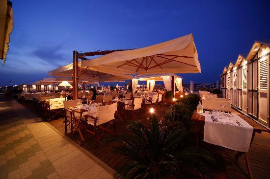 Hotel Lungomare: Cena In Spiaggia