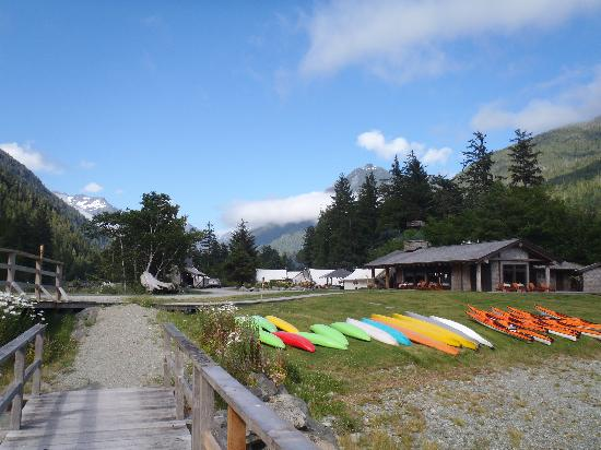 Clayoquot Wilderness Resort: Approaching the Cook House