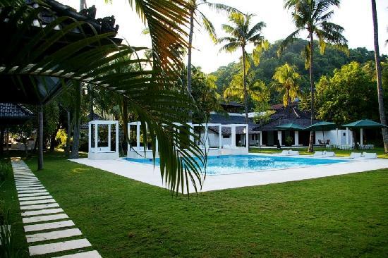 Le 48, Zen & Happy Rezort: la piscine 10 x 10 m