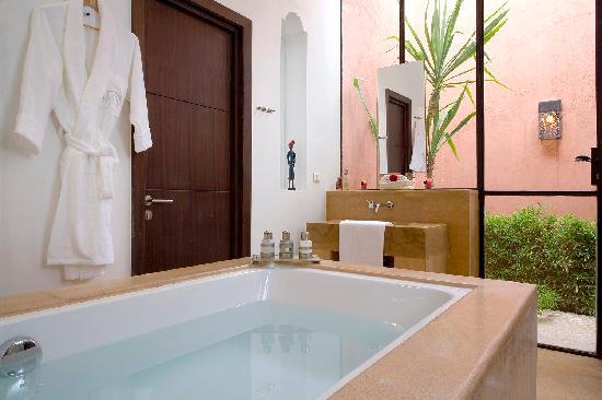 Salle de bain villa photo de villa jardin nomade - Salle de bain villa savoye ...