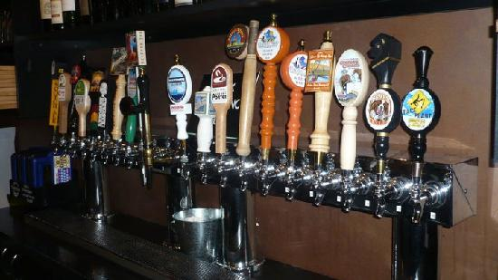 Tap House Grill & Lounge: Beer!