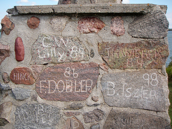 Ashley, ND: Hoskins Old Settlers: Their Names in Stone
