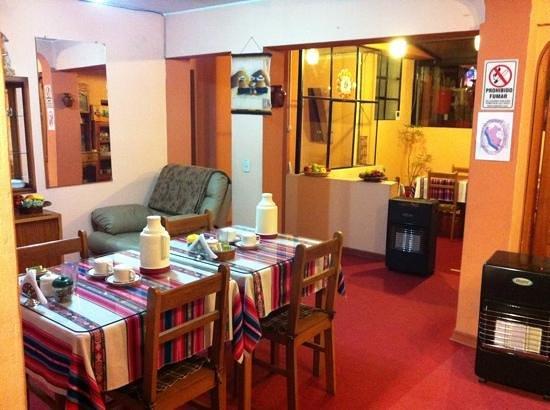 Totorani Inn: spazio comune dove servono la colazione