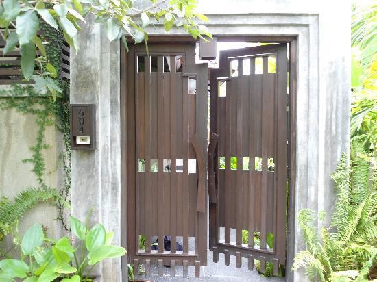 Nora Buri Resort & Spa: Eingang zur Villa