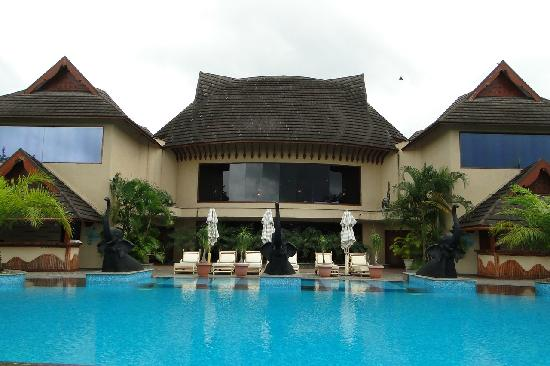 The Zuri Kumarakom: Pool