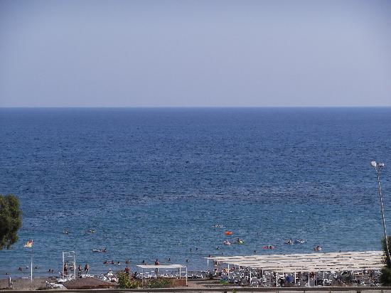 Eftalia Aqua Resort: Beach view from room 3015