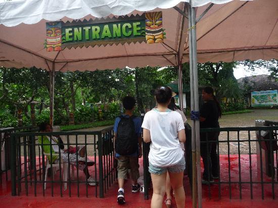 Binan City, Philippines: entrance ...