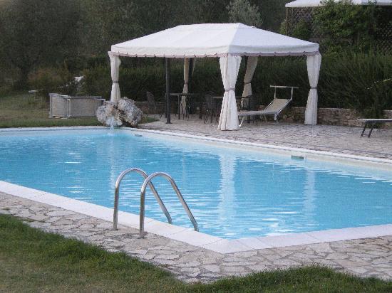 Country House Croce di Bibbiano: La piscina