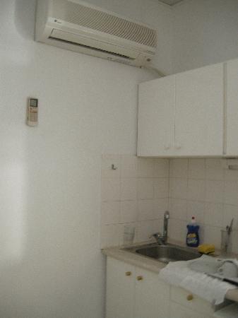 Agela Hotel Apartments : cucinino