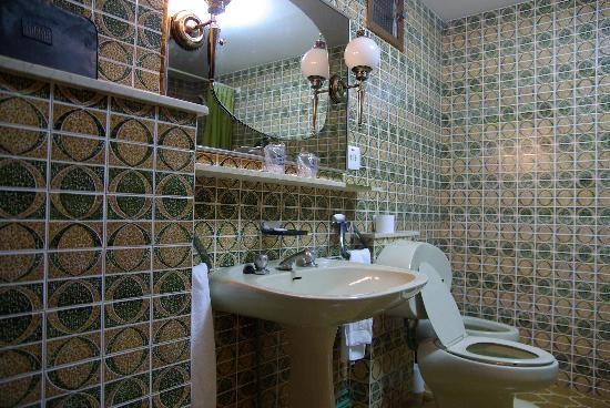 Hotel Sarga: baño - lavabo y taza