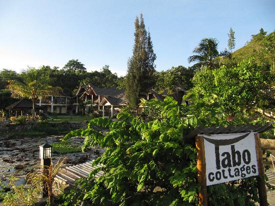 Tabo Cottages: From the lake towards the huts