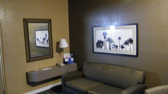 Best Western Royal Sun Inn & Suites: front room of suite