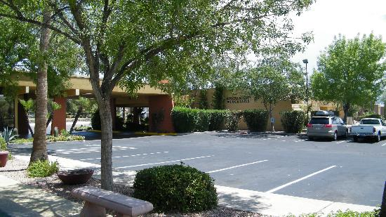 Best Western Royal Sun Inn & Suites: outside area