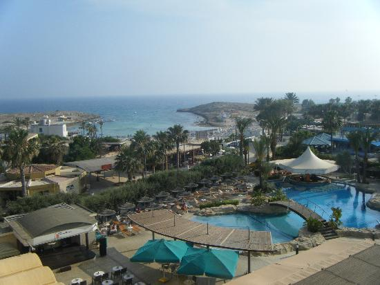 Tasia Maris Beach Hotel: view from hotel. the pool area and the beach - great location!
