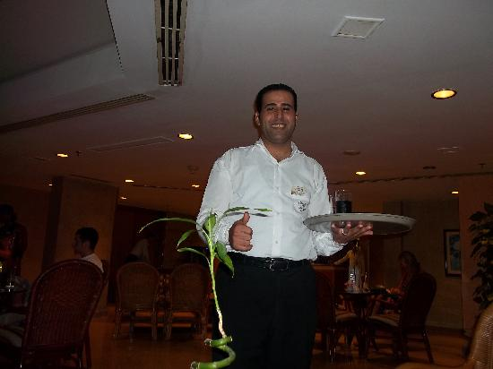 SUNRISE Holidays Resort: Muhammad our man from the lobby bar, always checking to make sure you've got a drink