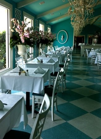 Oxbow : restful, cool aqua & white banquet room