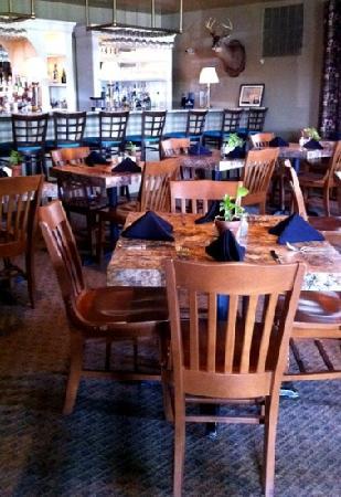 Oxbow: cozy bar dining