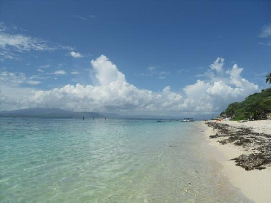 Bounty Island Resort : The beach on an amazing hot day