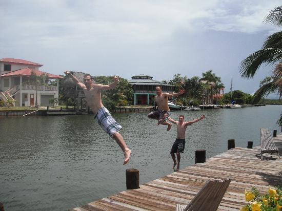 Three Iguanas Villa: Jumping off the dock