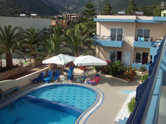 Hotel Nostos: The pool