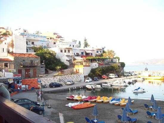 Hotel Nostos: View from Taverna Akrogiali in the harbour