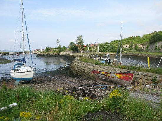 Charlestown, UK: five minute walk to small harbour