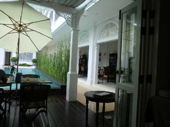 Ping Nakara Boutique Hotel & Spa: Pool side restaurant