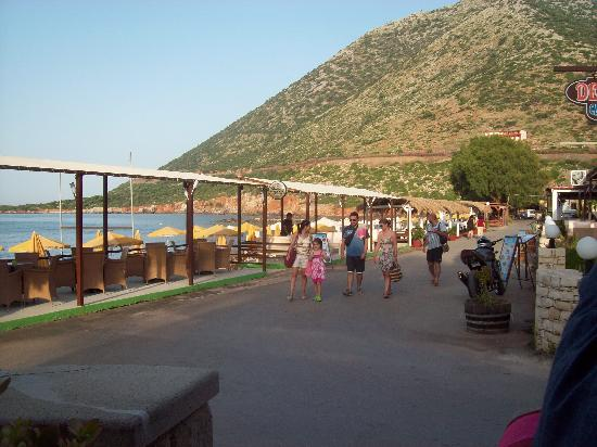 Hotel Nostos: The walkway by the beach