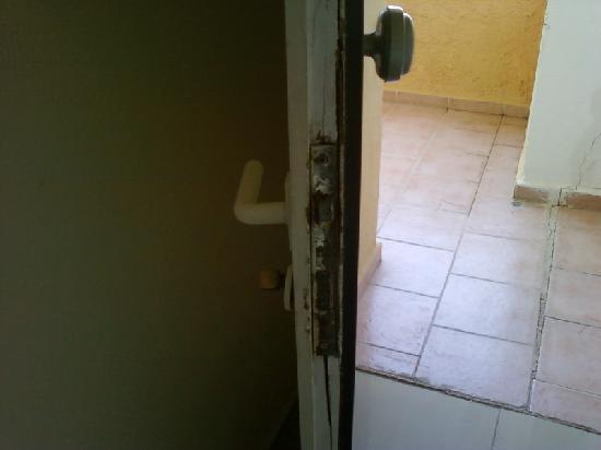 Aristoteles Beach Hotel: the door