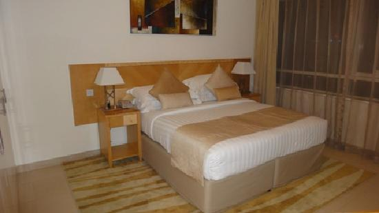 Oaks Liwa Heights: room